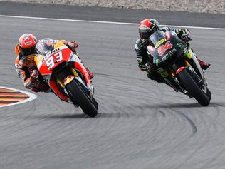 Spanish Honda rider Marc Marquez (L) and German Yamaha rider Jonas Folger compete during the MotoGP competition of the Moto Grand Prix of Germany at the Sachsenring Circuit on July 2, 2017 in Hohenstein-Ernstthal, eastern Germany. / AFP PHOTO / ROBERT MICHAEL