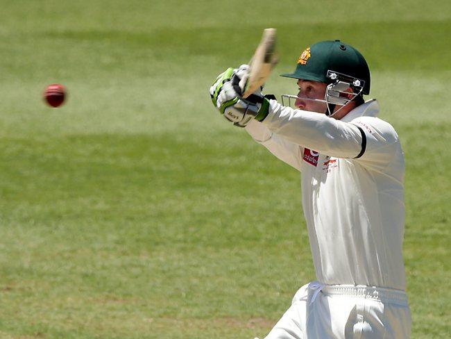 3rd Test-Day 2 . Australia vs Sri Lanka at SCG . Phil Hughes plays the pull shot .Pic Gregg Porteous Picture: Gregg Porteous