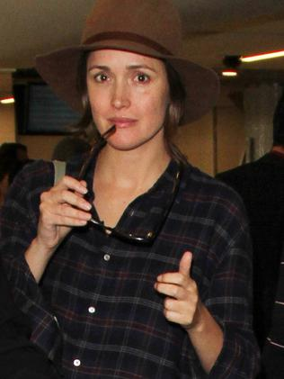 Rose Byrne is seen at LAX in Los Angeles, California. Pictured: Rose Byrne Ref: SPL1158878 221015 Picture by: GVK/Bauergriffin.com
