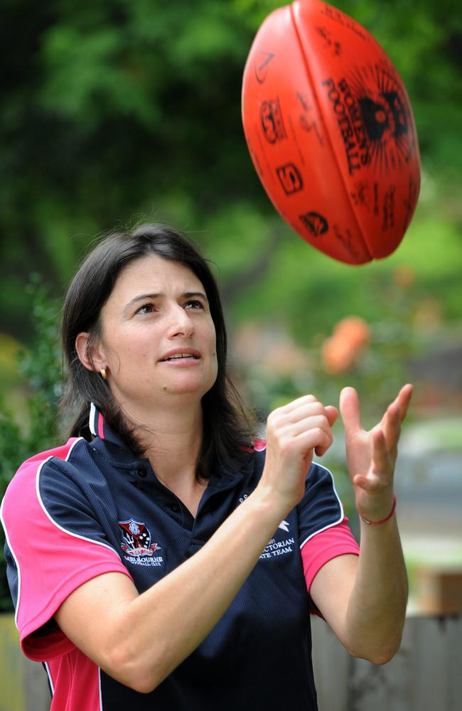 Peta Searle has become the AFL's first full-time female assistant coach after accepting a position at St Kilda.