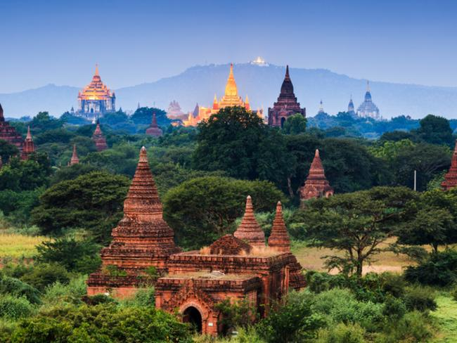 Bagan is an archaeological zone of more than 2000 ancient pagodas.