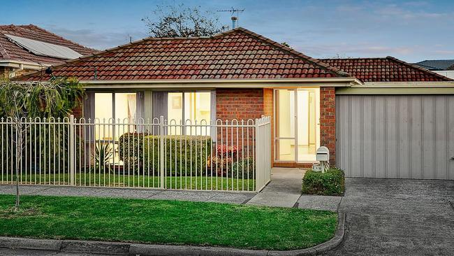 2/18 Stratford Ave, Bentleigh East.
