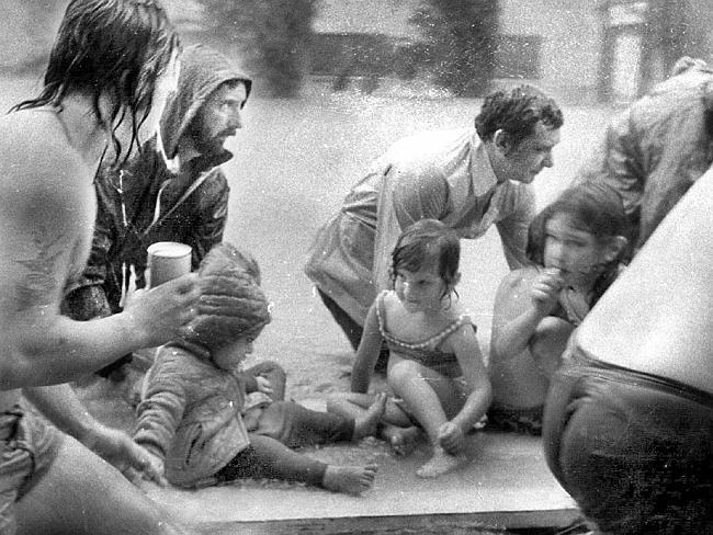 'Raft' girl recalls 1974 floods