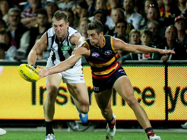 Travis Cloke and Kyle Hartigan fight for the ball. Picture: Simon Cross