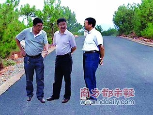 """China: In June 2011, the Chinese government posted several photos of """"County mayor Li Ningyi and vice-mayor Tang Xiaobing inspecting the newly constructed country road at Lihong Town including this levitating beauty."""