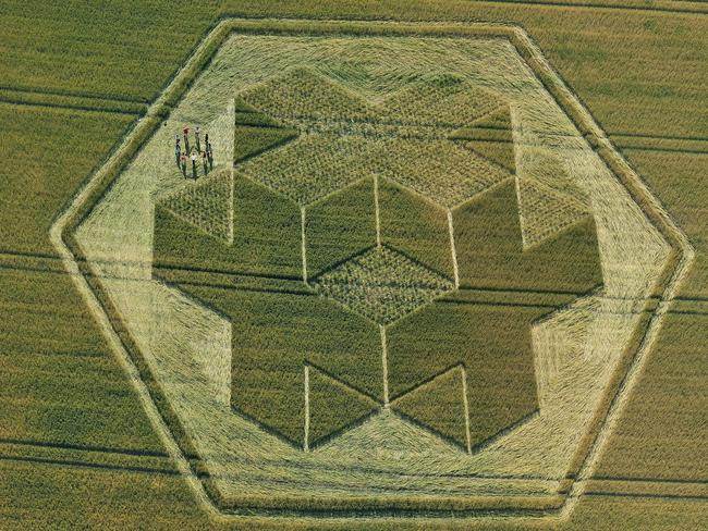 This 3D crop circle appeared in field of wheat in Wiltshire in 2010.