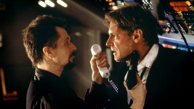 The President (Harrison Ford) struggles against terrorists who have hijacked his aircraft in Air Force One.