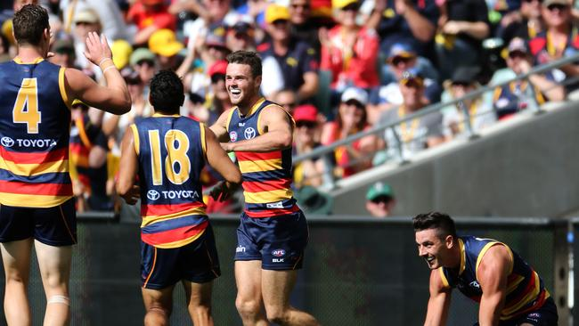 Adelaide Crows may take on Hawthorn without gun midfielder ...