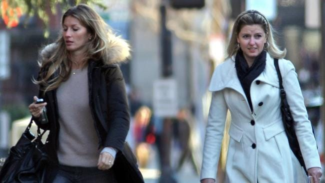 Supermodel Gisele Bündchen and her twin sister Patricia Bundchen. Photo: Splash.