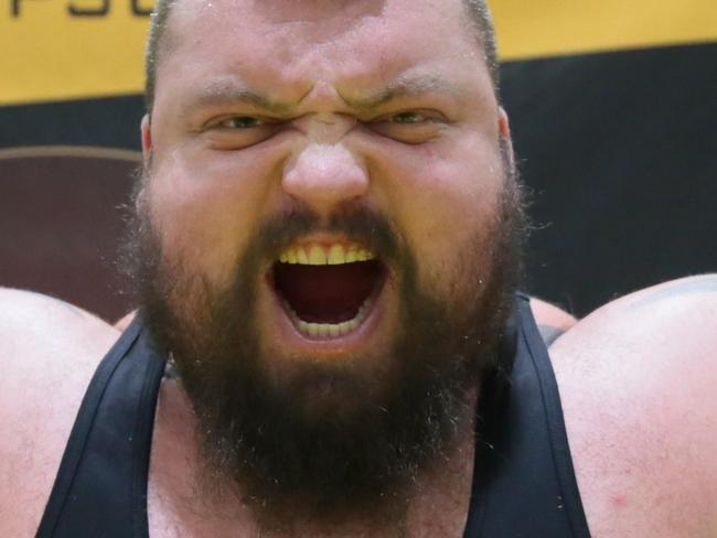196kg 'Beast' conquers freakish feat