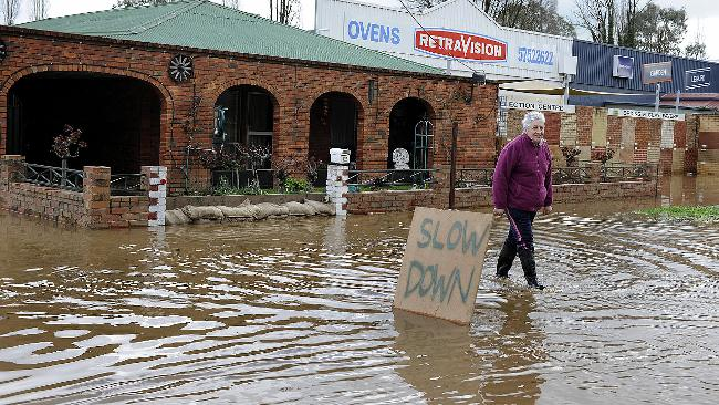 Houses Flooded But Myrtleford Locals Look On The Bright Side Herald Sun