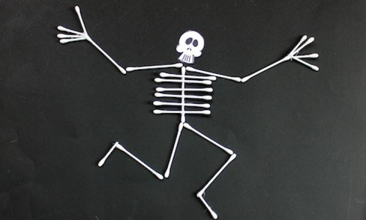 "25. Cotton tip skeleton  <p>Dem bones, dem bones, dem dry bones. A cute little idea for a quiet craft afternoon. Give your child the tools and see if she can build a skeleton out of cotton tips. Glue it down when every bone is in place.</p> <p><a href=""http://www.kidspot.com.au/things-to-do/activities/cotton-tip-skeleton"">See here for how to make a Cotton tip skeleton craft.</a></p>"