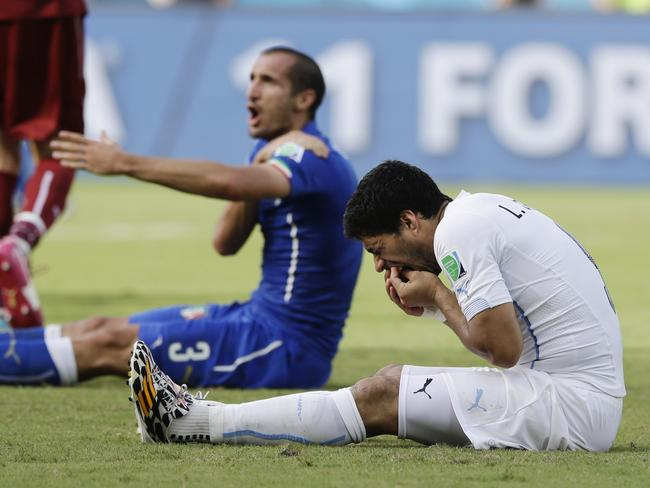 Italy's Giorgio Chiellini complains after Uruguay's Luis Suarez allegedly bit him in their group D World Cup match.