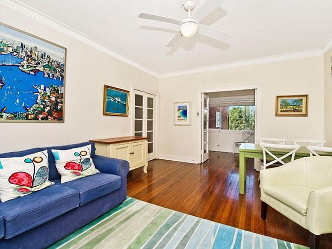 4/5 Towns Rd, Rose Bay was sold for $847,750 to an investor.