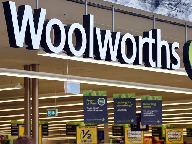 Sign Woolies is losing the groceries war