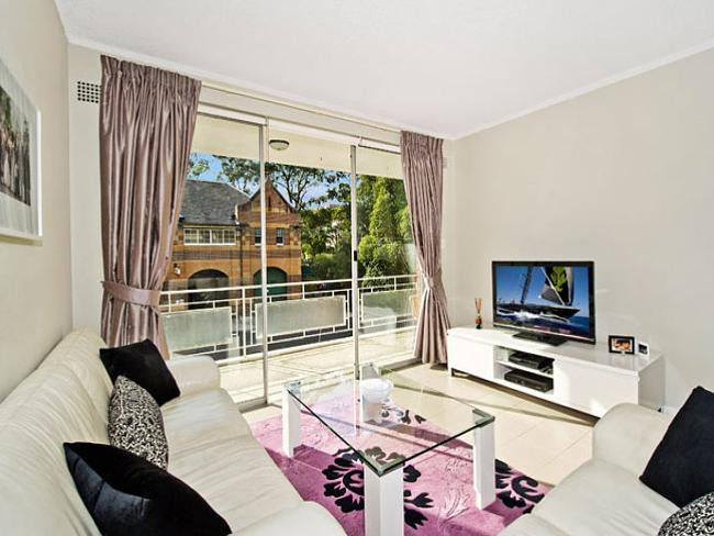 2/9 The Avenue, Randwick sold prior to auction for $855,000.