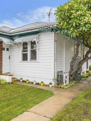 HOT AUCTION: 6 Bennalong St, Granville sold for $645,000.