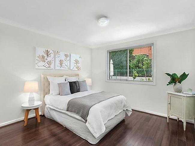 33 New Orleans Cres, Maroubra sold for $1.382 million prior to auction.