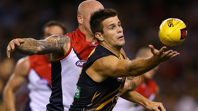 Richmond's Trent Cotchin reaches for the ball