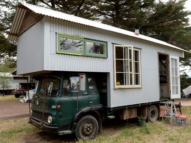 Tiny house movement small homes for aging in place what for Minimalist living movement