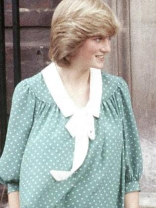 Princess Diana outside hospital following the birth of her son, Prince William. Picture: AP/John Redman.The Duchess of Cambridge wore a similar polka dot gown for the birth of Prince William. Picture: AP/Sang Tan.