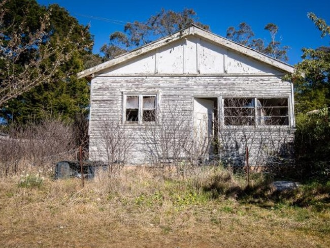 In the Blue Mountains, a neglected Katoomba cottage on Third Ave is also scheduled for auction.