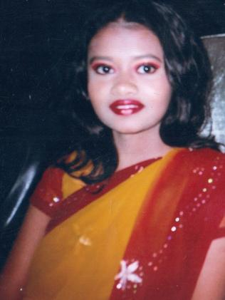 Momena Shoma was engaged to Najibullah Ansari.