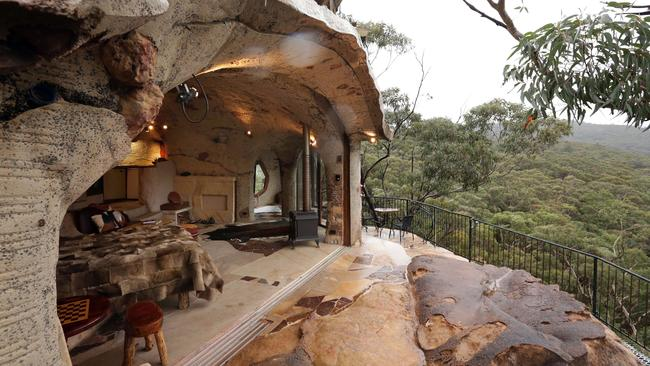 Blue Mountains Cave Has All Mod Cons And A Front Row Seat
