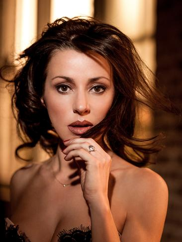 Australian singer Tina Arena will wish you happy birthday for $250 as part of the Bandwagon charity pledge drive.