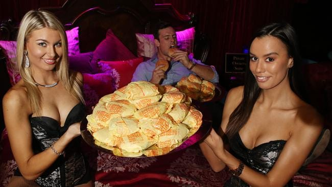 Gold Coast Nightclub Dishes Out Free Cheeseburgers Gold