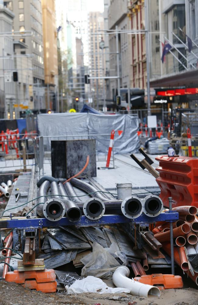 Construction of Sydney's $2.1 billion light rail is on track for completion in early 2019 despite several zones along George Street missing completion deadlines.