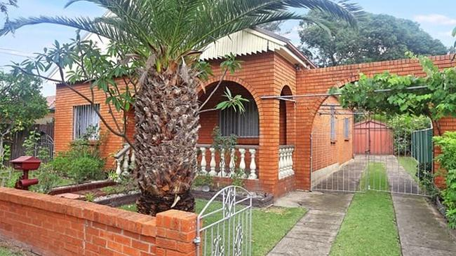 A house at 2 William St, Lidcombe sold under the hammer for $1.117 million on the weekend, a stunning $367,000 over reserve. NSW real estate.