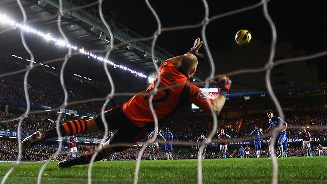 Oscar scores from the spot for Chelsea's sixth.