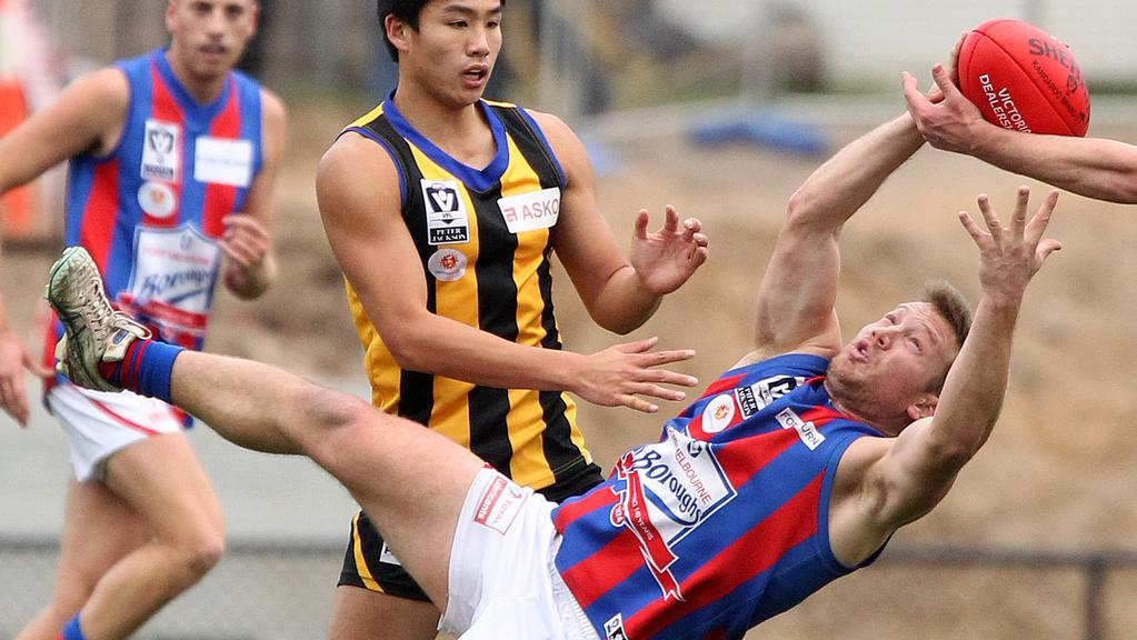 Shane Valenti at full stretch for Port Melbourne.