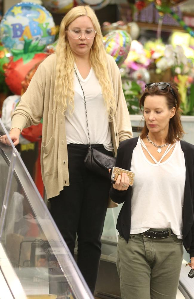 Amanda Bynes pictured looking different on rare shopping ...