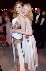 Actresses Amy Adams (L) and Patricia Clarkson cuddle up at the 2016 Vanity Fair Oscar Party. Picture: Jeff Vespa/VF16/WireImage