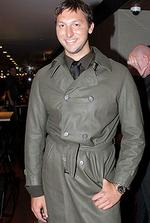 <p>Nice trench ... Thorpe pairs his shirt, tie and buttoned trenchcoat with a casual pose / Noel Kessel</p>