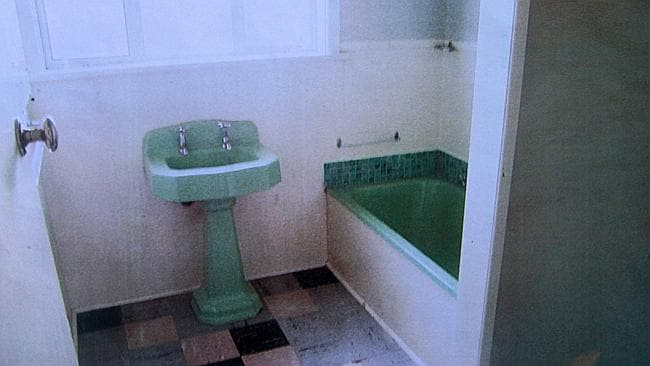 After: A hoarder's bathroom cleaned up for sale. Photo: The Estate Goblins