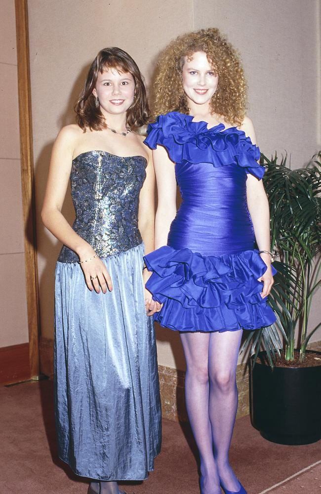 Nicole Kidman (R) and her sister Antonia embodying the 80s at the 1987 Logie Awards.