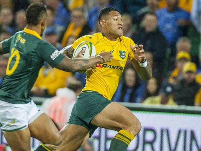 Israel Folau makes a break.