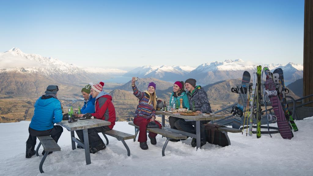 Best places to ski in new zealand outside of queenstown for Snow cabins near los angeles