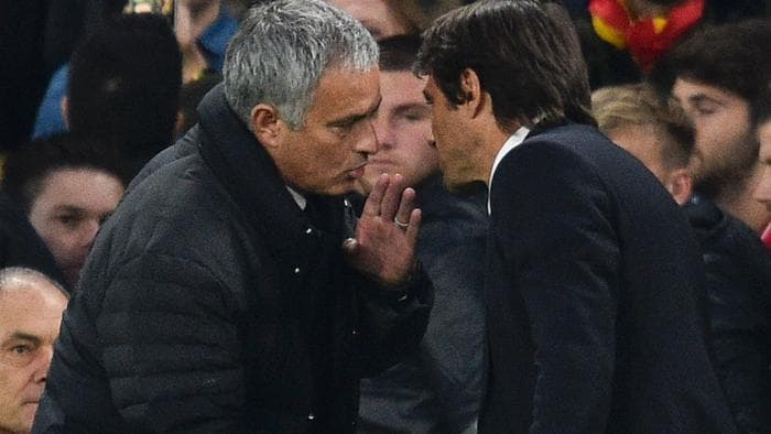 Manchester United's Portuguese manager Jose Mourinho (L) shakes hands with Chelsea's Italian head coach Antonio Conte (R) after the final whistle of the English Premier League football match between Chelsea and Manchester United at Stamford Bridge in London on October 23, 2016. / AFP PHOTO / GLYN KIRK / RESTRICTED TO EDITORIAL USE. No use with unauthorized audio, video, data, fixture lists, club/league logos or 'live' services. Online in-match use limited to 75 images, no video emulation. No use in betting, games or single club/league/player publications. /