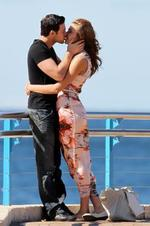<p>Rachael Finch & boyfriend Michael Miziner share a romantic walk along coogee beach, stopping for a kiss or 2...these two are so in love. They didn't mind that the camera was on them. Pic: Big Australia</p>