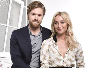 Supplied Entertainment EMBARGOED SWITCHED JUL 05 Offspring Alexander England and Asher Keddie. Picture: Supplied/Ten