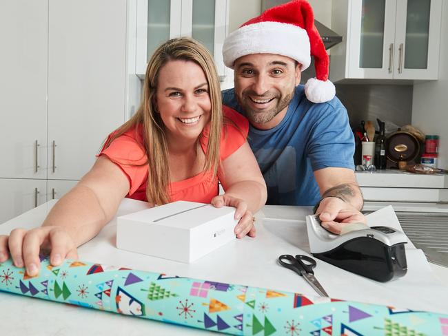 Aimee Iannone starts Christmas shopping early, without husband Frank. Picture: AAP/Matt Loxton)