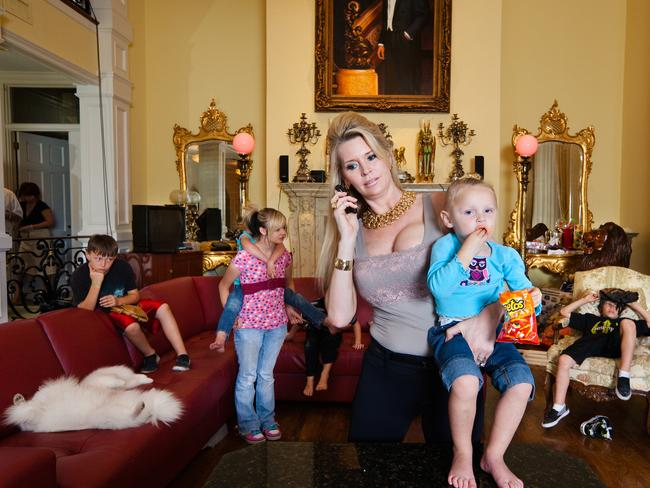 Jackie Siegel and her children from the documentary The Queen of Versailles.