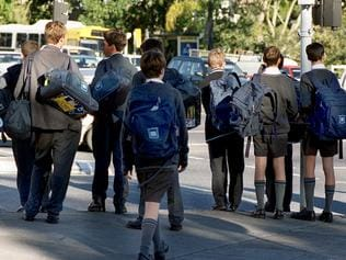30 May 2000 Unidentified Students leaving Brisbane Grammar School picbarry/pascoe education private secondary boys bags uniforms 35/M/19052 generic backpacks