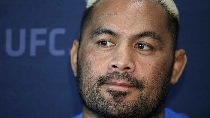 Mark Hunt, speaks with the media during a news conference for UFC 209.
