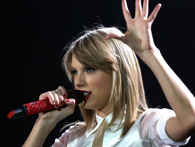 Taylor Swift says she is optimistic about the future of the music industry in an opinion piece for  <i>The Wall Street Journal</i>.
