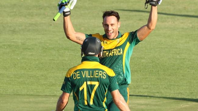Faf du Plessis (R) and AB de Villiers combined for a record-breaking partnership.